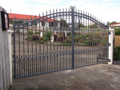 Driveway gates 315 Iron Design