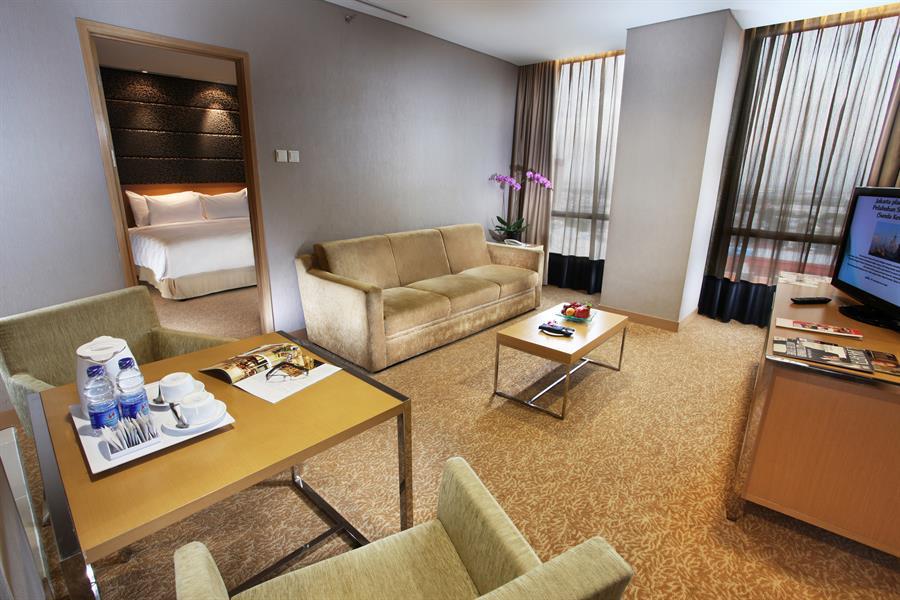 Junior Suite Livingroom Swiss Belhotel Mangga Besar Jakarta