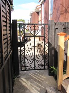 Custom gate 290