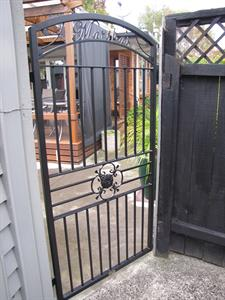 Custom gate 294