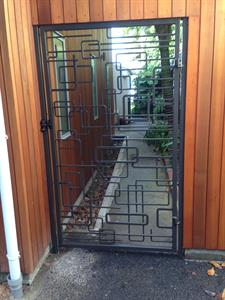 Custom gate 289