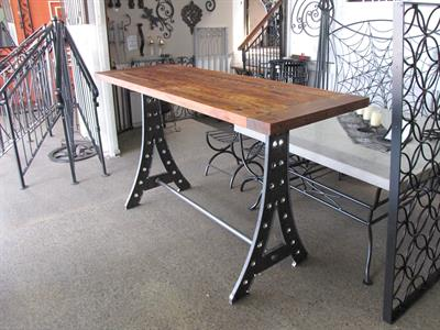 Table: Eyeful bar leaner
