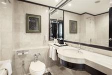 Bathroom Deluxe Room Hotel Ciputra Semarang