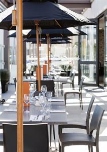 Visaya Restaurant & Bar - outdoor Sudima Auckland Airport