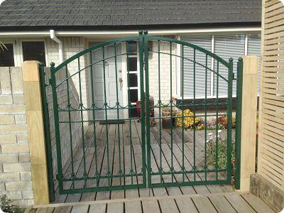 Custom gate 298