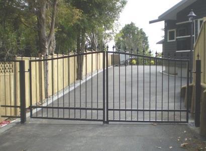 Driveway gate 307 Iron Design