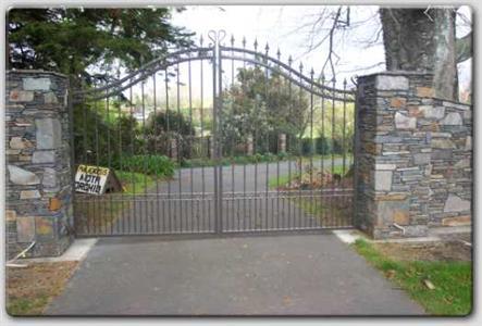 Driveway gate 315 Iron Design