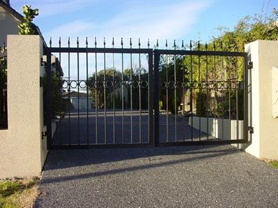 Driveway gate 318 Iron Design