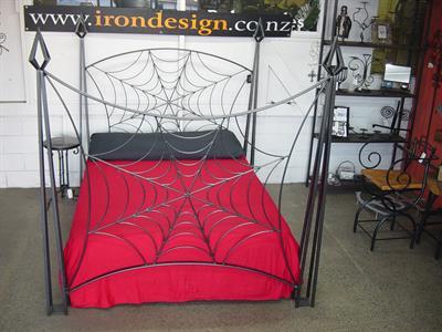 Cobweb bed Iron Design