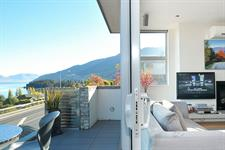 Lake View Swiss-SuperSuite One Bedroom Apartment