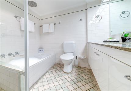 Deluxe 2 Bedroom Bathroom
