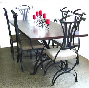 Setting: Lord table with Lord chairs Iron Design