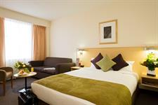 DH Palmerston North - Guest Room Queen & Sofa Distinction Palmerston North Hotel & Conference Centre
