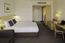 DH Palmerston North - Guest Room Queen & Sofa 3 Distinction Palmerston North Hotel & Conference Centre