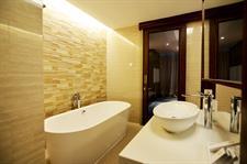 President Suite Bathroom Swiss-Belhotel Cirebon