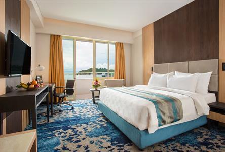 Deluxe Balcony Room Swiss-Belhotel Papua