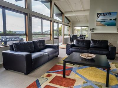 Top House- Lounge