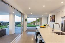 Welcome bay Hillside Home - Kitchen davista architecture LTD