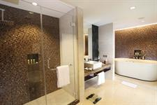 Bathroom Presidential Suite Swiss-Belhotel Danum Palangkaraya
