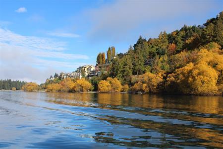 Autumn colours from the lake side Villa del Lago