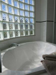 Large luxury bath Ocean Breeze