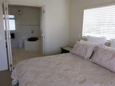 Master bedroom with ensuite bathroom Ocean Breeze