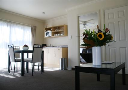 Deluxe one bedroom suite dining area