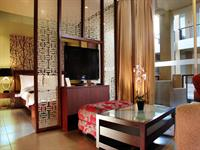 Stay at 100 Sunset Boutique
