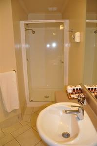 Deluxe Studio ensuite bathroom Tuscany Villas Whakatane