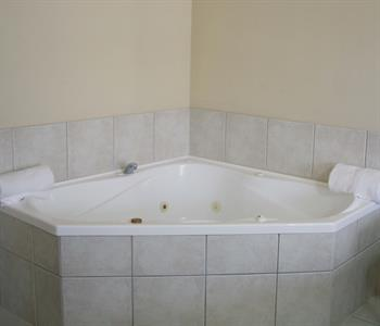 Enjoy your own spa bath at Tuscany Villas