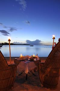 h - IC Moorea Romantic Dinner2