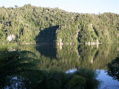 Amazing Lake Rotorua Wildwood Lodge & Rotorua Trout Safaris