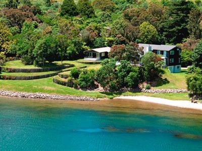 Rotorua lakefront accommodation Wildwood Lodge & Rotorua Trout Safaris
