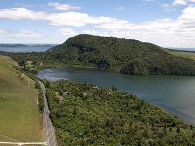 Great Lake Rotorua Wildwood Lodge & Rotorua Trout Safaris