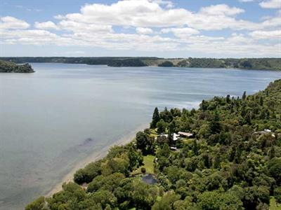 Views of Rotorua lake