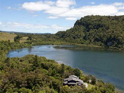 Lake Rotorua Location Wildwood Lodge & Rotorua Trout Safaris
