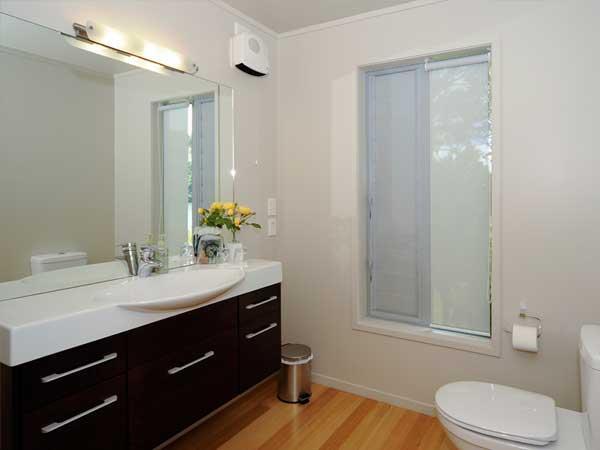 Ensuite Bathroom Facilities image gallery for wildwood lodge & rotorua trout safaris - rotorua