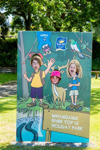 Funny Faces Whanganui River TOP 10 Holiday Park