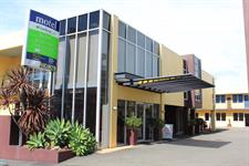 Arrive At Harbour City Motor Inn