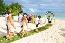 Beachfront wedding at Manuia Beach Resort