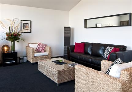 Distinction Wanaka - Apartment Lounge ARW Distinction Wanaka Alpine Resort
