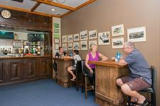 Discovery Settlers - Bar Area Discovery Settlers Hotel Whangarei