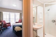 Discovery Settlers - Comfort Studio Bathroom Discovery Settlers Hotel Whangarei