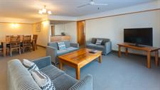 DH Whangarei - Family Suite Lounge 30 Distinction Whangarei Hotel & Conference Centre