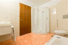 DH Whangarei - Superior King Bathroom
