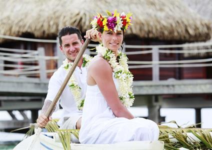 g - Moorea Pearl Resort & Spa - Wedding Canoe