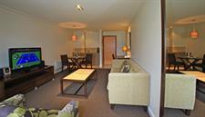 DH Te Anau Deluxe Lake View Hotel Suite R160112 Distinction Te Anau Hotel & Villas