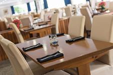 DH Hamilton - Garnett's Restaurant RL118 Distinction Hamilton Hotel & Conference Centre