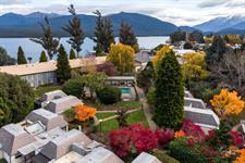DH Te Anau - Exterior Autumn MD0910 Distinction Te Anau Hotel & Villas