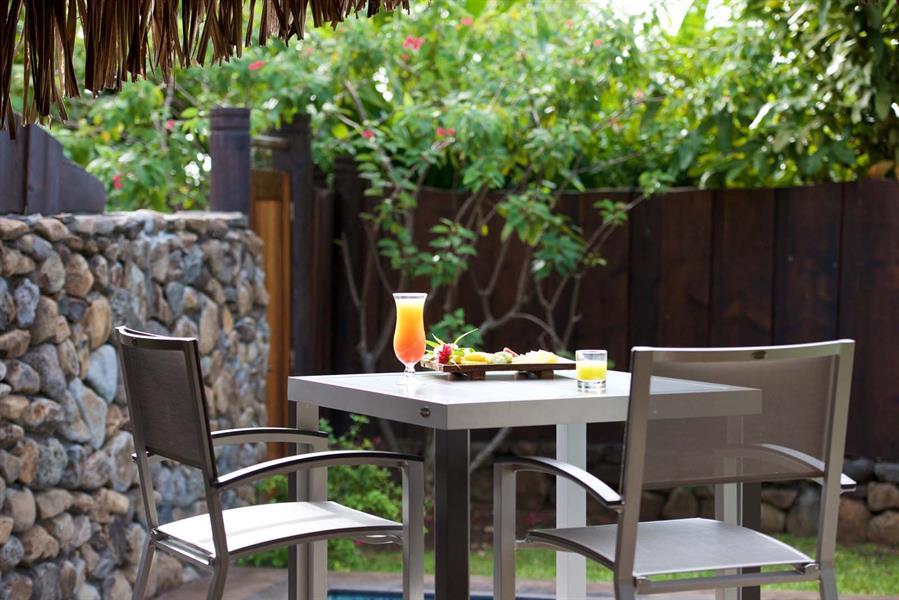 Manava beach resort spa moorea moorea hotel moorea for Garden pool bungalow moorea pearl resort